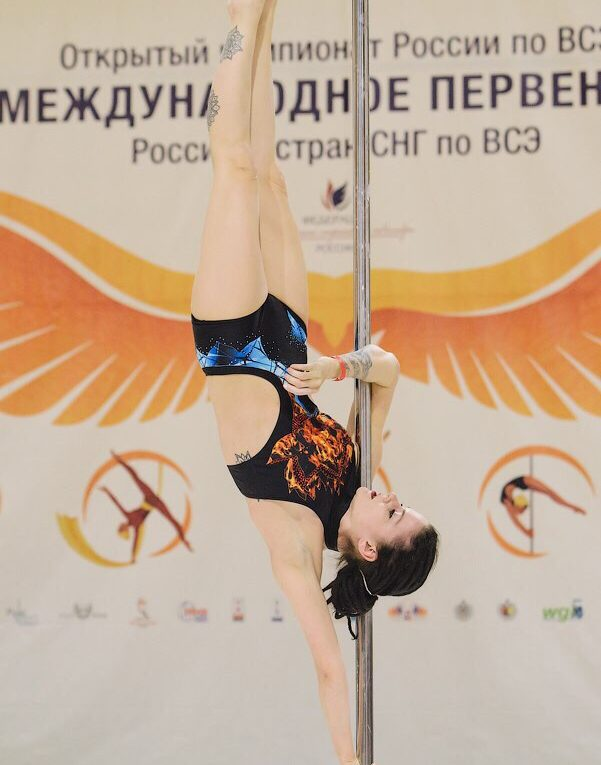 инструктор и pole dancer